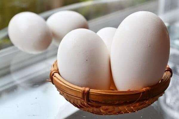 Bà bầu ăn trứng ngỗng có tác dụng gì, bao nhiêu là đủ, ăn vào tháng thứ mấy thai kỳ?