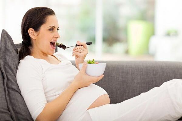 Đối với mẹ bầu, mỗi tuần mẹ chỉ nên ăn 1 quả trứng ngỗng