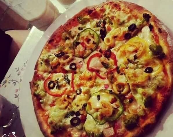 Pizza 85 nằm ở nhà số 9 kiệt 85 đường Nguyễn Huệ