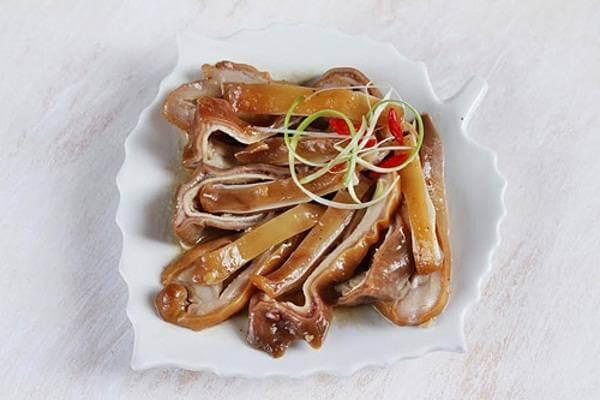 Món dạ dày chiên đã thấm gia vị trong quá trình hầm nên rất thơm và đậm đà.