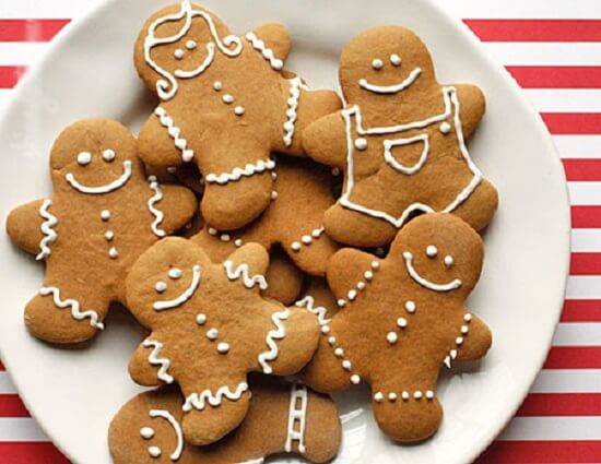 Cuối cùng, bạn hãy cho những chiếc bánh quy gừng này vào lò vi sóng