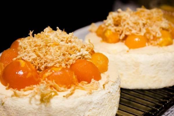 Bánh bông lan trứng muối - 12 cách làm bánh mặn từ bột gạo, bột mì đa dụng nhân thịt thơm ngon cho bữa sáng