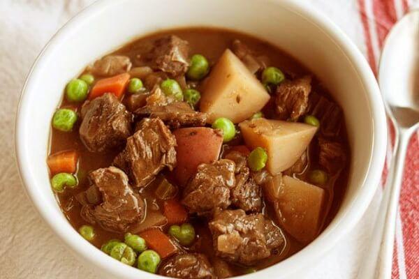 2 cách làm bò nấu đậu hà lan cà rốt, bắp bò hầm đậu trắng thơm ngon đơn giản tại nhà