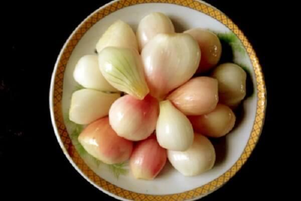 Dưa hành muối là món ăn truyền thống không thể thiếu trong ngày tết nguyên đán của người Việt Nam