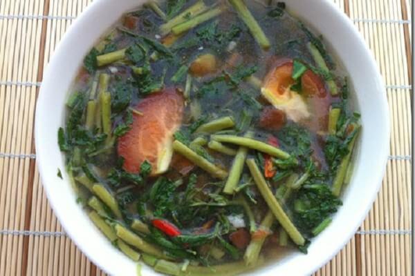 Cách nấu canh chua rau muống nấu chay cực chuẩn, thanh đạm mà vẫn ngon cơm