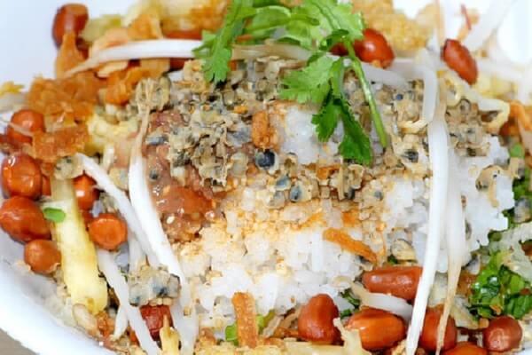Chuyện cơm hến xứ Huế - Nét đặc trưng riêng ẩm thực cố đô