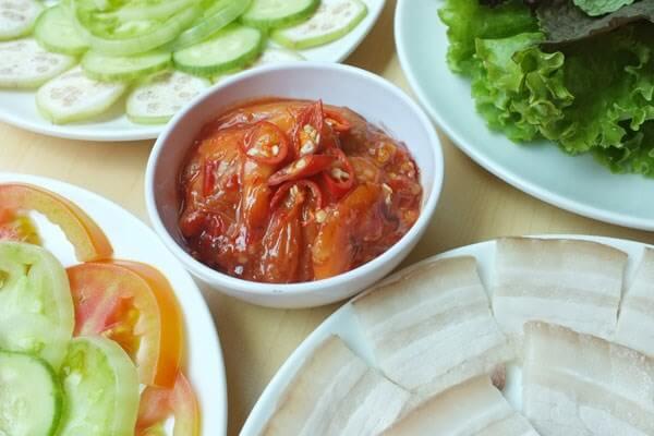 Tôm chua từ lâu đã là một đặc sản thường thấy trong những bữa ăn của người miền Trung Việt Nam