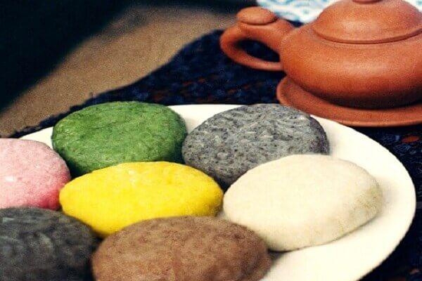 Bánh dẻo và bánh nướng là hai thứ bánh được làm vào dịp Tết Trung Thu.
