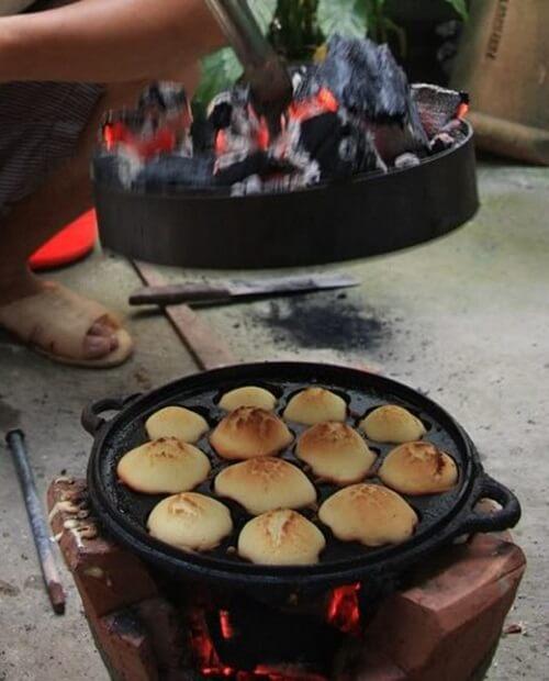Bánh thuẫn đang trên lò nướng.
