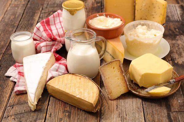 Thực phẩm cung cấp chất béo được sử dụng hàng ngày là dầu, mỡ, bơ, phô mai
