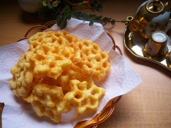 Bánh nhúng hay còn gọi là bánh hoa2 cách làm bánh nhúng bằng bột mì, bột gạo tẻ dùng khuôn hoặc không cần khuôn đơn giản