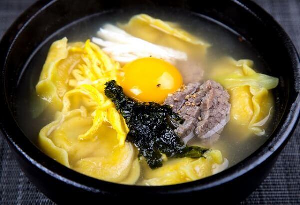 Tteok-Manduguk cũng là món ăn xuất hiện trong mọi gia đình Hàn Quốc