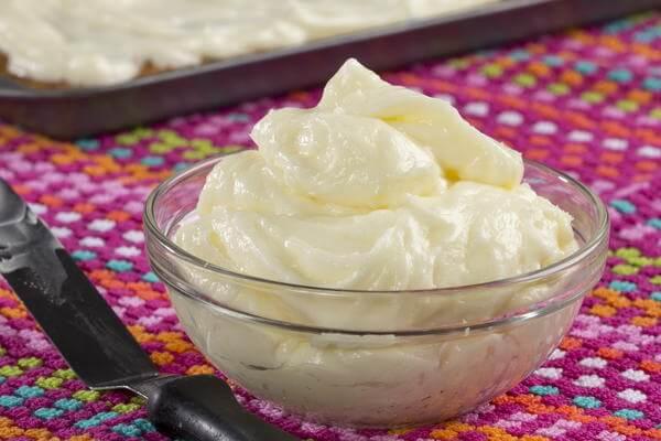 Thành phần chính là creamcheese, đường bột