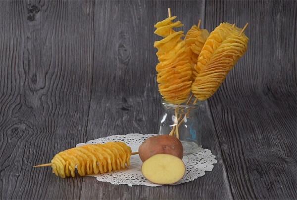 Cách làm khoai tây lốc xoáy không cần máy tại nhà, 5 bước làm bằng tay đơn giản