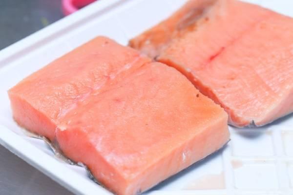 6 cách ướp và làm cá hồi nướng như cá hồi nướng mù tạt, nướng giấy bạc, cá hồi chiên nước mắm 9
