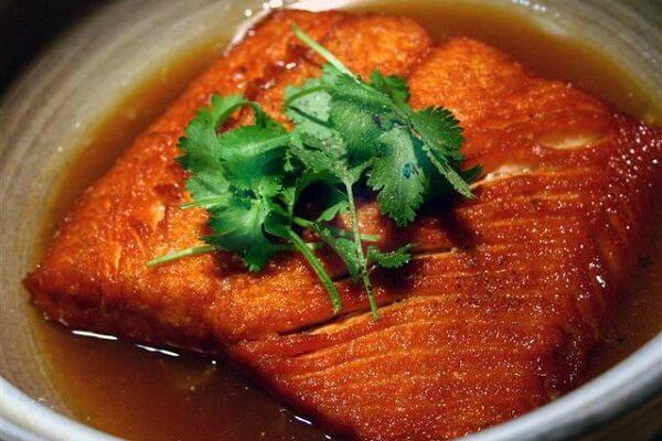 Các bước chế biến lườn cá hồi kho tiêu
