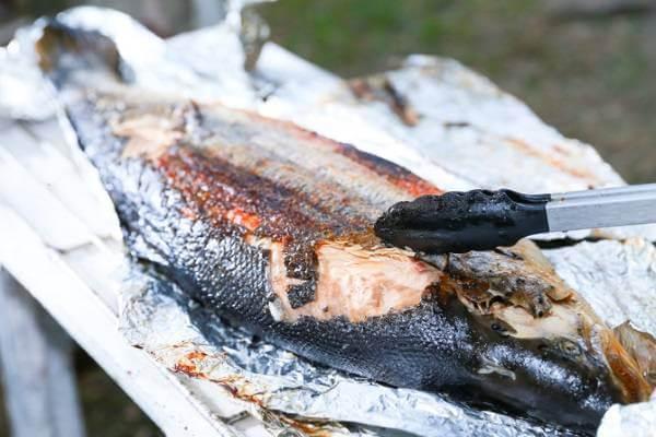 Nướng cá trong khoảng 15-20 phút