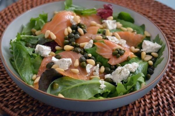 Salad cá hồi và pho mát
