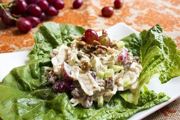Salad nho và thịt gà