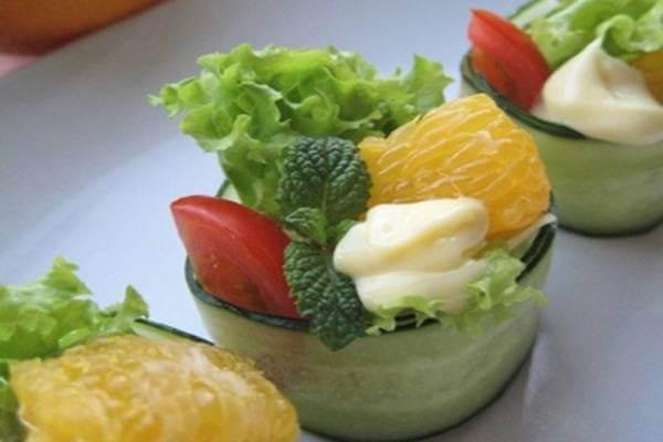 Salad dưa chuột cuộn rau củ