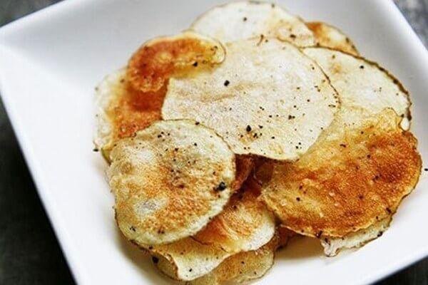 Snack khoai tây có thể thực hiện ngay tại nhà cho trẻ ăn vặt