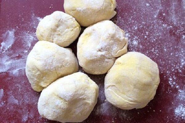 Cho bột nghỉ 30-60 phút
