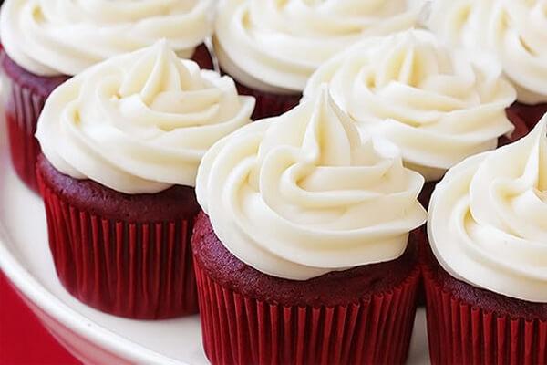 Làm bánh cupcake không cần lò nướng và máy đánh trứng