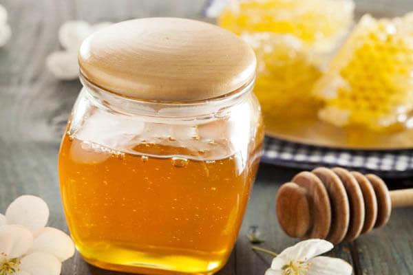 Mật ong có tính kháng khuẩn sẽ ngăn chặn sự hình thành của mụn