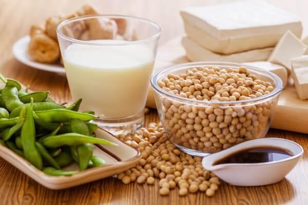 Sữa đậu được làm từ những hạt đậu tương xay nhuyễn