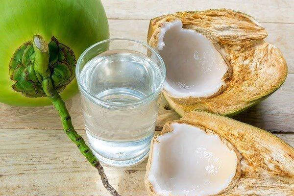 Nước dừa ngọt ấm, cái ngọt dịu dàng đến mê hoặc.