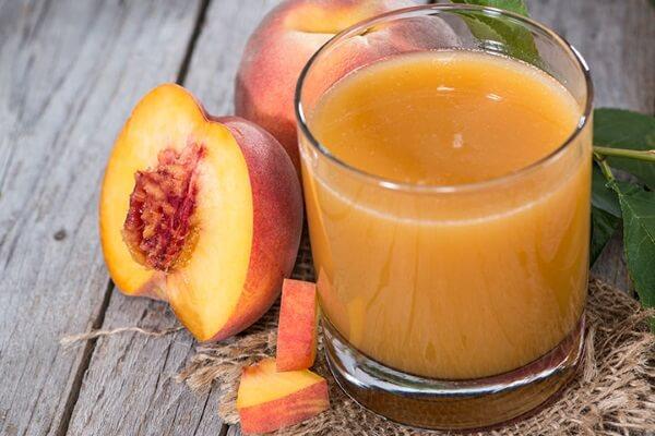 Nước ép trái cây chứa nhiều vitamin bổ dưỡng giúp làn da mịn màng