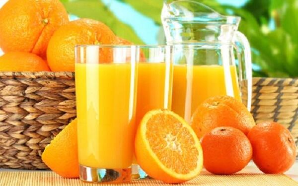 Nước cam có vị thơm, chua và ngọt rất thích hợp cho người đang mệt mỏi hay mới ốm dậy