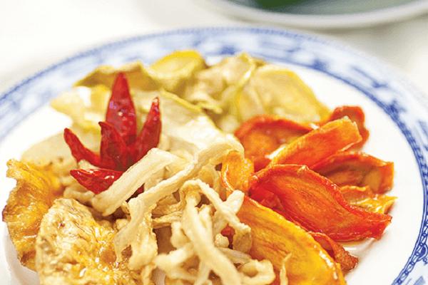 Dưa món vốn là món ăn kèm vốn được ăn thường xuyên vào những ngày Tết