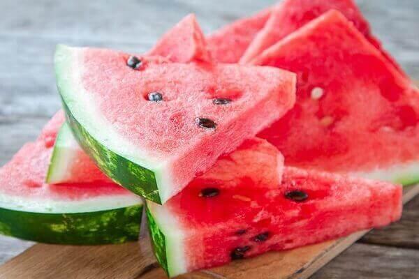 Bạn nên ăn dưa hấu vào buổi tối