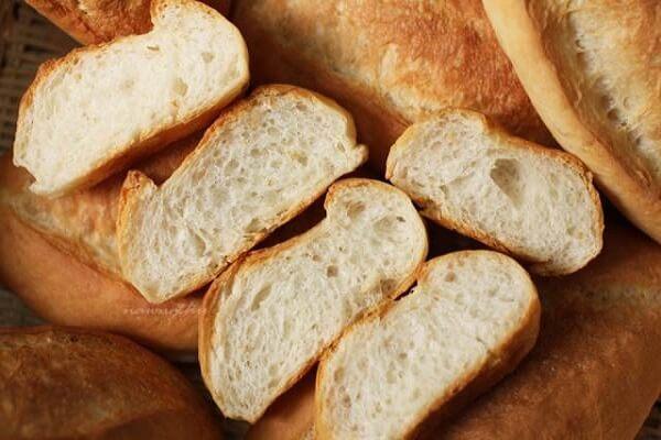Bạn có thể chọn các loại bánh mì sandwich hoặc bánh mì dài truyền thống