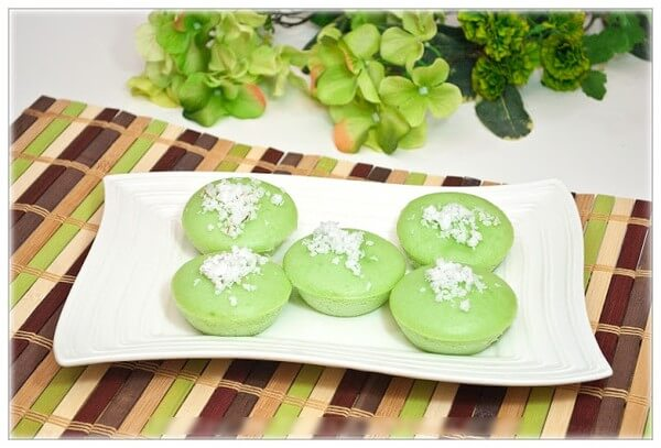 Những chiếc cupcake lá dứa xinh xắn, ngọt ngào đã hoàn thành