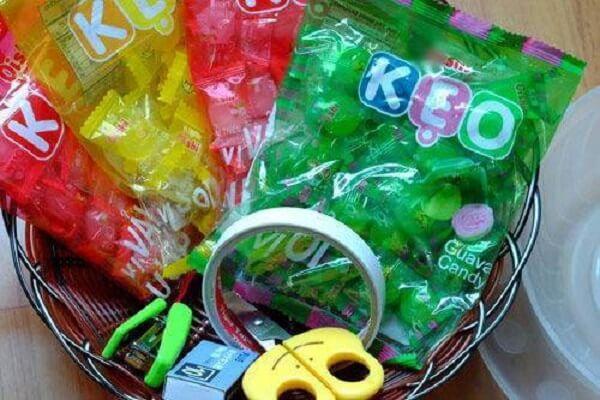 Chỉ những gói kẹo đơn giản có thể làm thành đài hoa sen
