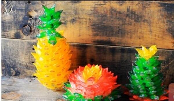Bộ 3 quả dứa, hoa sen và cây phát tài để bạn bày ban thờ dịp Tết.