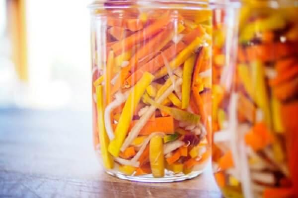 Dưa món từ cà rốt và củ cải trắng