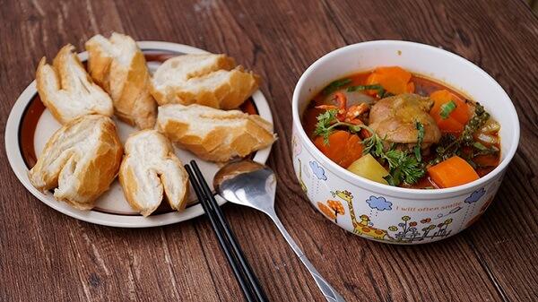 Gà nấu tiêu xanh pate ăn kèm bánh mì thật tuyệt - Cách làm gà nấu tiêu xanh pate ăn kèm bánh mì ngày Tết