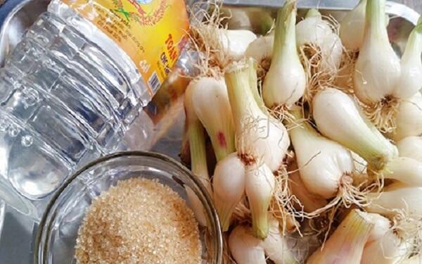 Nguyên liệu cho món dưa hành ăn liền
