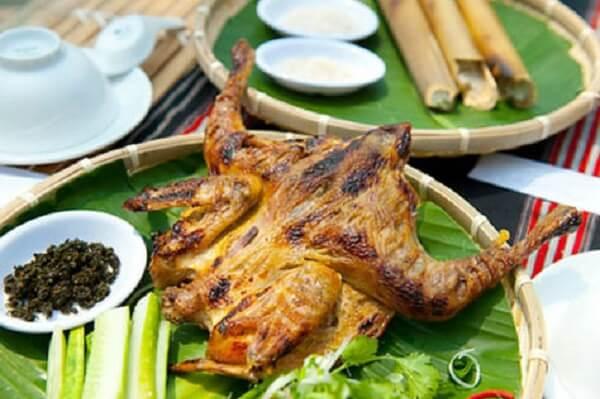 Cơm lam và thịt gà thui