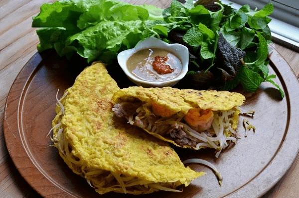 Bánh xèo là một loại bánh đặc trưng của Việt Nam