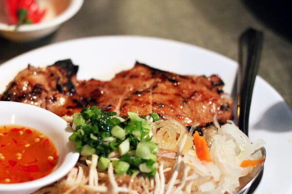 Cơm tấm là món đặc sản của miền Nam Việt Nam