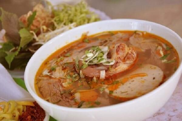 Mỳ Quảng là món ăn đặc trưng của cả miền Trung