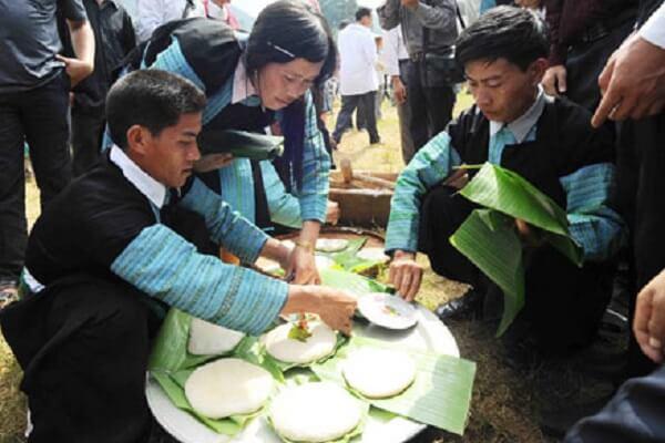 Dân tộc Mông - Thịt, gạo bánh dầy