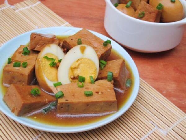 Giò lụa kho trứng cút