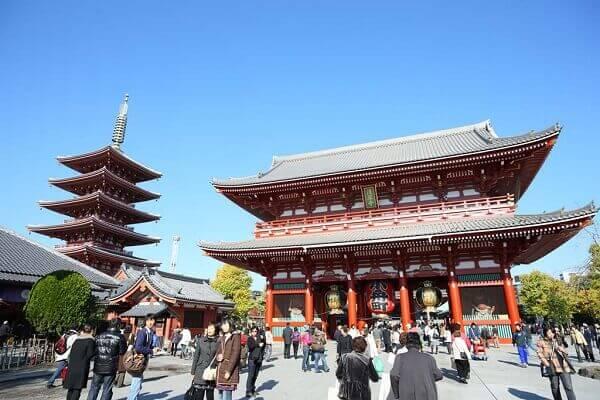Rất nhiều ngôi chùa ở Nhật dành việc đánh chuông cho 108 người dân đến lễ chùa sớm nhất