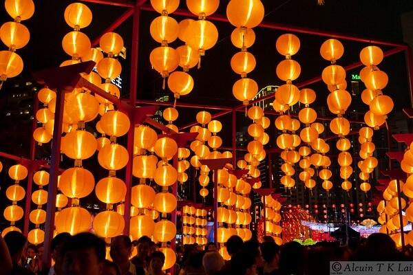 Người Hồng Kông cũng đón Tết âm lịch cổ truyền với rất nhiều hoạt động