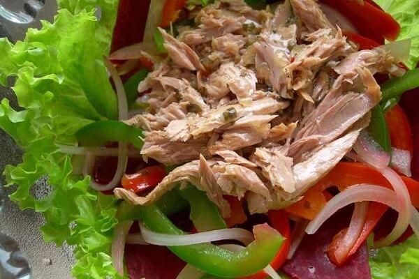 Cung cấp xơ và vitamin với gà trộn rau củ